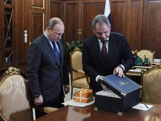 Sergei Shoigu y Vladimir Putin