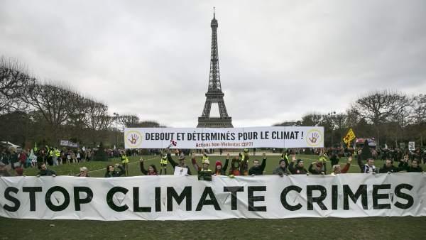 Manifestantes en París en la Cumbre del Clima