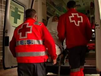 Cruz Roja ayuda a enfermos a que ejerzan su derecho a voto.