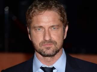 Gerard Butler dice que Jennifer Aniston besa mejor que Angelina Jolie