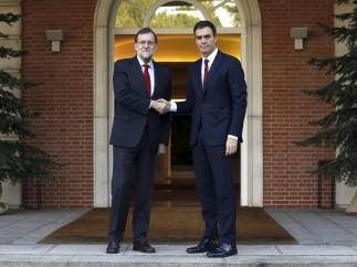 Rajoy se reúne con Pedro Sánchez tras el 20D