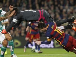 Penalti de Adán a Messi