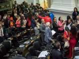 Los chavistas abandonan el parlamento venezolano