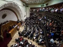 Aprueban abrir proceso político a Maduro
