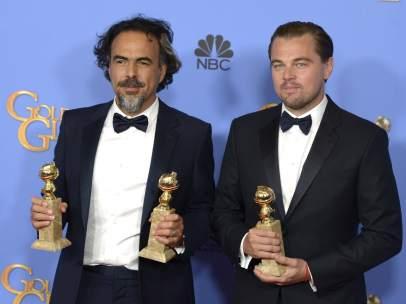 Iñárritu y Di Caprio con sus Globos de Oro