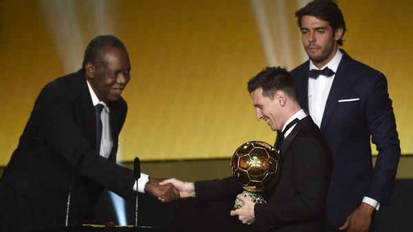 Messi recibe su quinto Balón de Oro