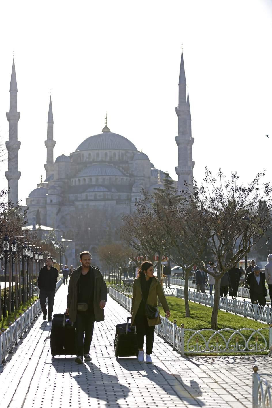 Turqu a detiene a cinco personas relacionadas con el for Oficina de turismo estambul