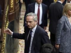 Mandan a Gómez de la Serna a un despacho en un sótano del Congreso