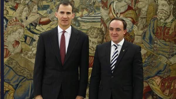 Felipe VI y Javier Esparza (UPN)