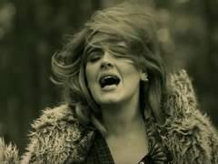 """Denuncian que 'Hello', de Adele, """"normaliza el acoso sexual"""""""