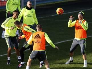 Sergio Ramos en un entrenamiento en Valdebebas.