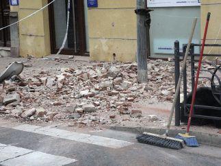 Escombros en las aceras