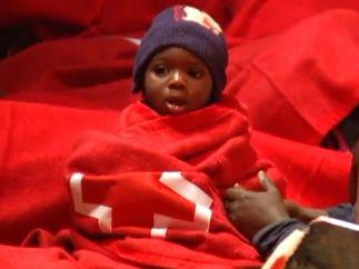 Niño rescatado de una patera