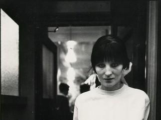 Janet Mendelsohn, Kathleen outside the bar (c.1968)