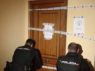 La policía precinta un domicilio