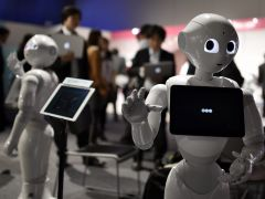 El padre de Pepper inventa un nuevo robot para remediar la soledad