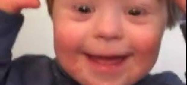 John David, el niño con síndrome de Down que emociona a Facebook recitando el abecedario