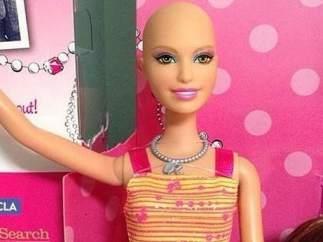 Barbie sin pelo (2014)