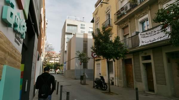 Albergue de la calle Amistat del Poblenou de Barcelona, anunciado como Hostal de Playa.