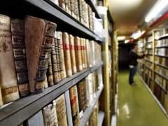 Biblioteca Nacional: guantes y batas blancas para la 'operación' librera más exhaustiva del año