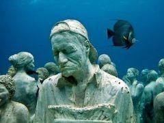Museo Atlántico de Lanzarote: caminantes bajo el agua