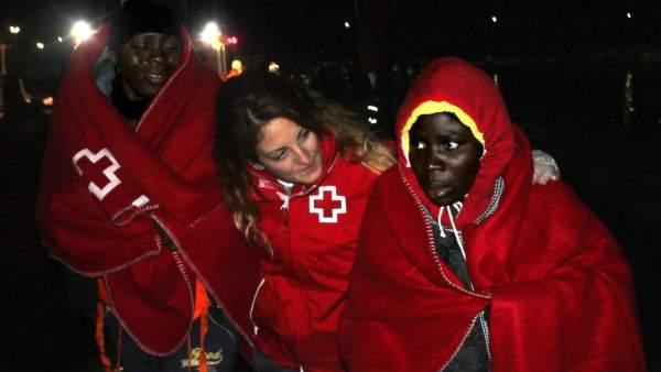 Inmigrantes subsaharianos en las costas de Granada