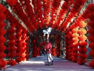 Túnel rojo en honor del 'Mono de Fuego'