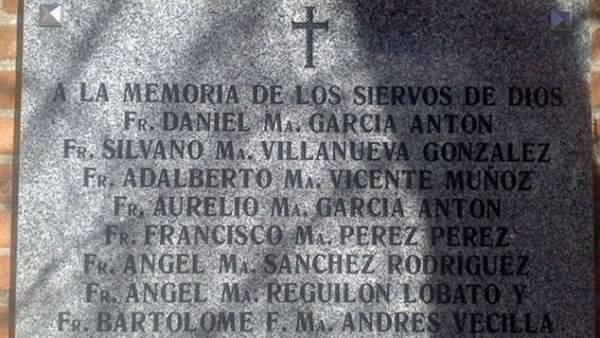 Placa conmemorativa a los ocho fusilados