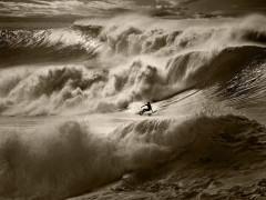 Editan la historia más completa del surf, 'el deporte de los reyes' del océano y las olas