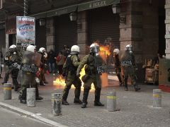 Cóctel molotov contra la policía