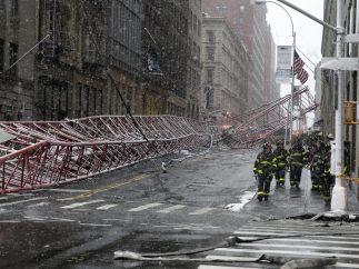 Grúa gigante caída en Nueva York
