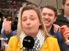 Una reportera sufre acoso sexual durante una intervención en directo