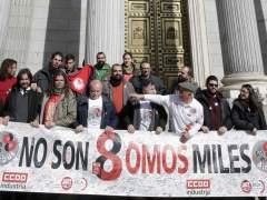 Los 'ocho de Airbus' se sientan en el banquillo con apoyo sindical y político