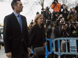 La infanta Cristina y Urdangarin, a su llegada al juzgado