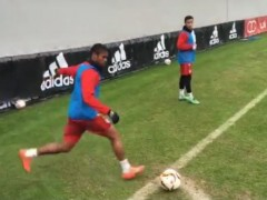 Douglas Costa inventa el gol olímpico... de rabona