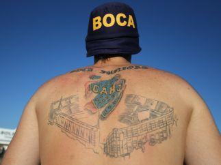 Con 'La Bombonera' en su espalda