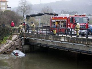 Cayó a un río con su coche