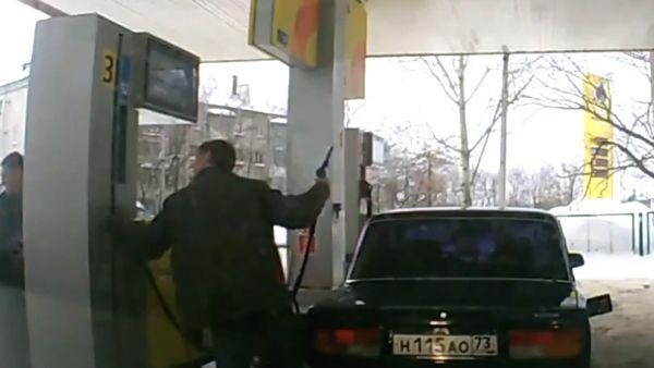 Todo puede suceder si echas gasolina por primera vez