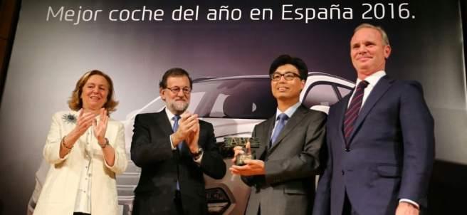 Rajoy entrega el premio a 'coche del año'