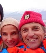 Elsa Pataky y Chris Hemsworth, con Jesús Calleja