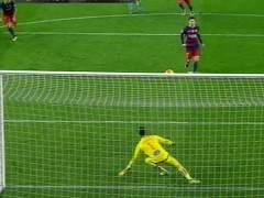 La 'sobrada' de Messi en un penalti: en vez de chutar, asiste a Suárez
