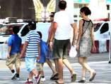 Familia por la calle