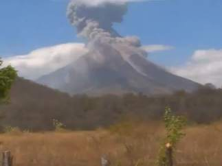 El volcán Momotombo de Nicaragua expulsa grandes cantidades de magma