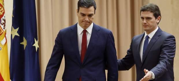 Albert Rivera y Pedro Sánchez, una historia de turbulencias desde el 'pacto del abrazo'
