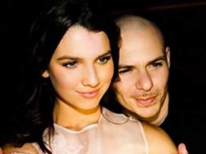 Maya Henry y Pitbull.