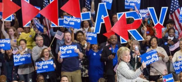 Una contundente victoria de Hillary Clinton en Carolina del Sur la impulsa hacia la Casa Blanca