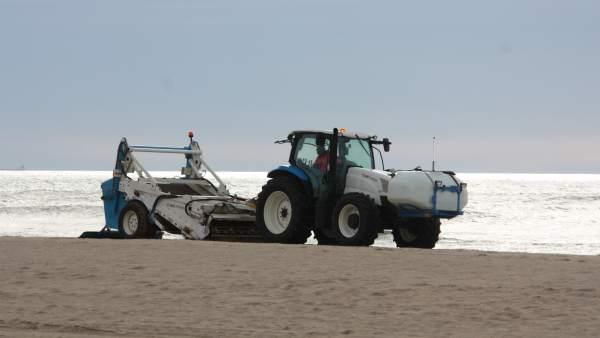 El amb inicia la limpieza de la arena de las 41 playas - Agencias de limpieza barcelona ...