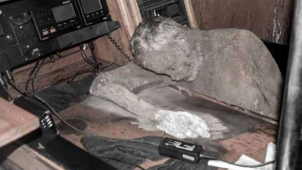 Momificado en su velero