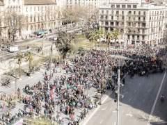 Manifestación de estudiantes en la Plaza Universidad de Barcelona.