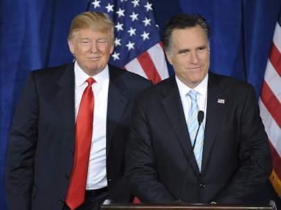 Donald Trump con el excandidato republicano Mitt Romney
